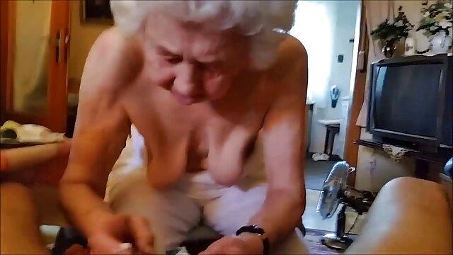 მუშაობის შემდეგ, ცოლი ქალიშვილი, როგორც ძაღლი ბეგი სექსი მეუღლესთან ერთად.