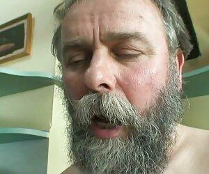 Amy Brooke უბიძგებს მამალი ჯერჯერობით მისი ass როგორც სექსაობა პორნო ვიდეო იგი შედის.